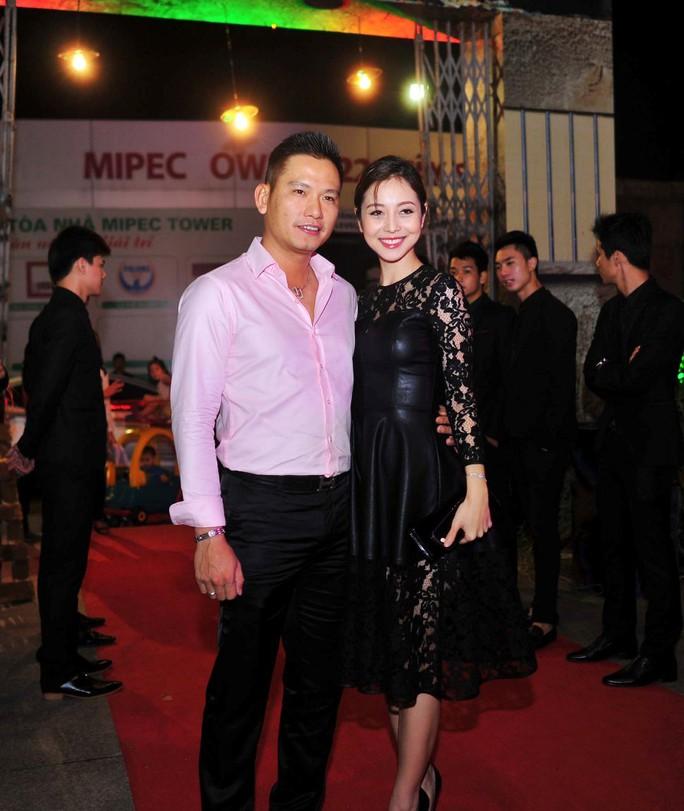 Vợ chồng Jennifer Phạm – doanh nhân Đức Hải xuất hiện khi sự kiện đang diễn ra