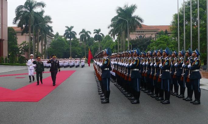 Tổng Tham mưu trưởng Quân đội nhân dân Việt Nam và Chủ tịch Hội đồng Tham mưu trưởng Liên quân Mỹ duyệt đội danh dự