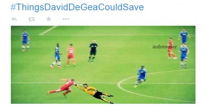 De Gea bay người đỡ Gerrard khỏi ngã sau cú trượt chân kinh điển