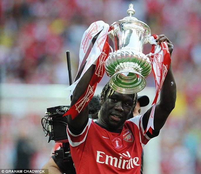 Sagna giành cúp FA cùng Arsenal mùa qua