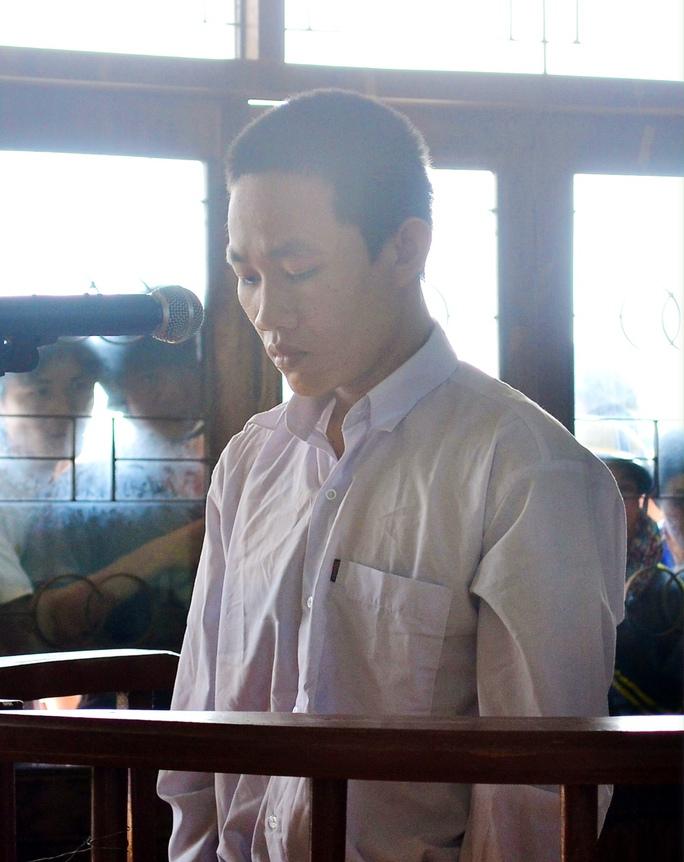 Đinh Văn Ngoc tại phiên tòa xét xử tội cố ý gây thương tích.