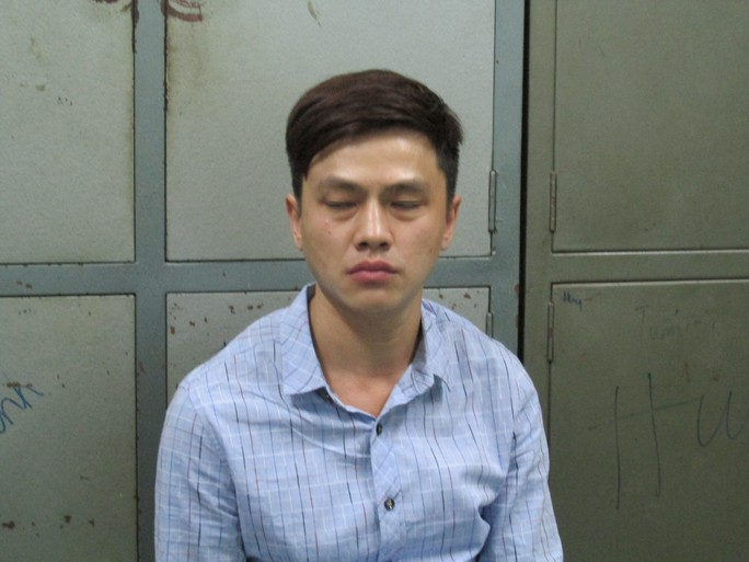Shih Pao Yu (tên Việt Nam Bảo) tại công an.