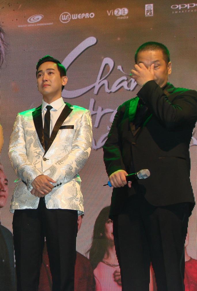 đạo diễn Nguyễn Quang Huy cũng xúc động không kém