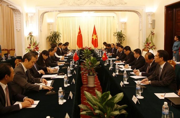 Cuộc gặp giữa hai Chủ tịch Ủy ban chỉ đạo hợp tác song phương Việt Nam và Trung Quốc bắt đầu lúc 9 giờ 30 phút sáng 18-6