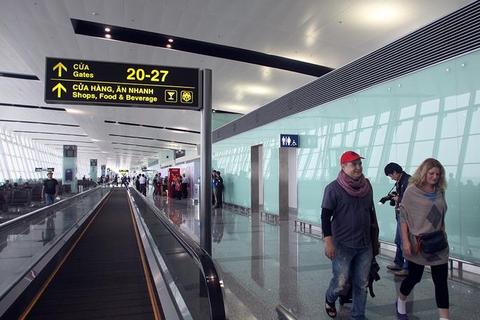 Hành khách có thể sử dụng đường vận hành tự động để đỡ mỏi chân như ở một số sân bay quốc tế lớn