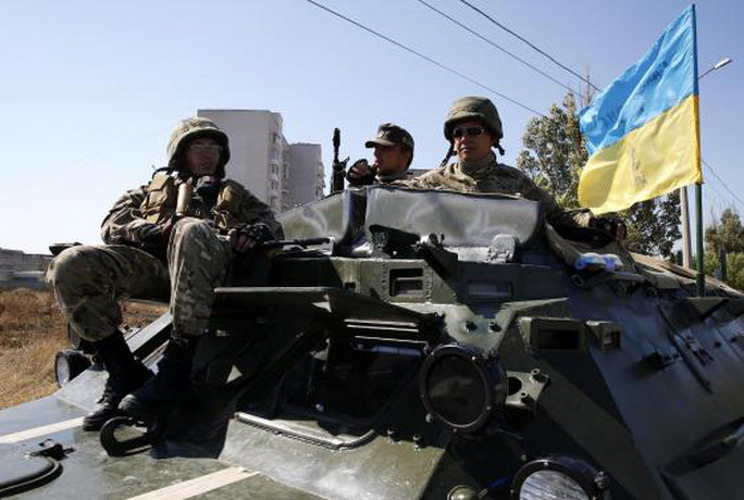 Đạn, pháo vẫn nổ ở miền Đông Ukraine