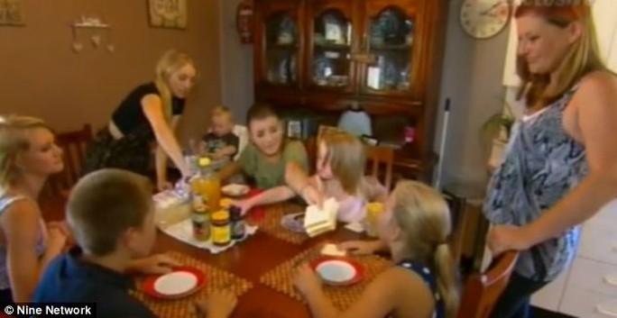Chị Renee Ypoung và và 7 đứa con