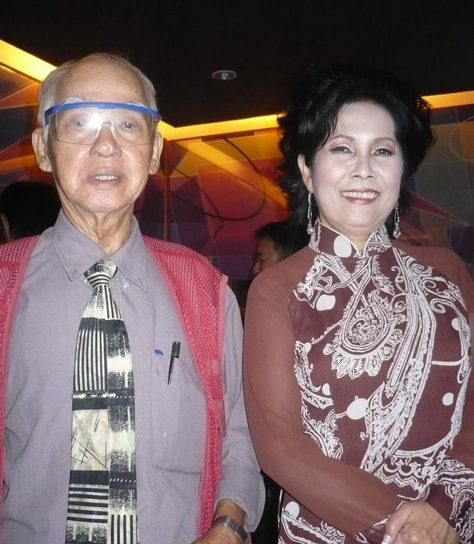 Nhà thơ -soạn giả Kiên Giang là người đặt thêm nghệ danh con nhạn trắng Gò Công cho nữ danhcaPhương Dung.