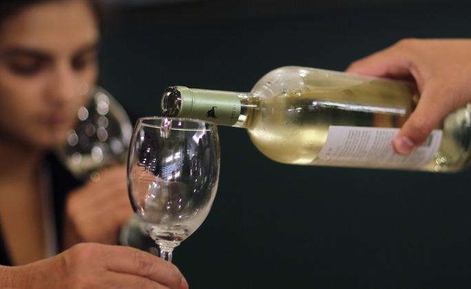Bia rượu khiến phụ nữ ra máu nhiều hơn