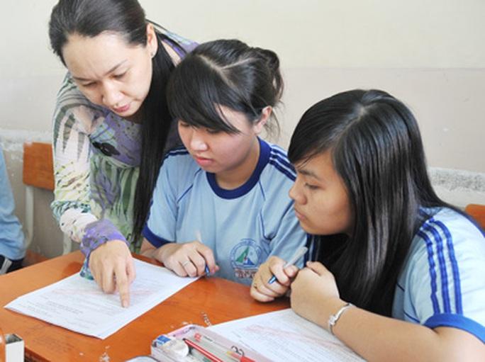 NÓNG: Vẫn chi trả phụ cấp thâm niên giáo viên đến khi có hướng dẫn mới - Ảnh 1.