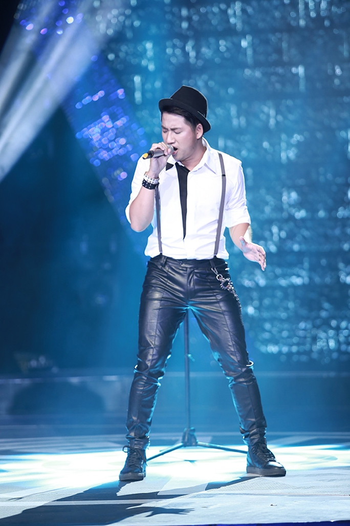 Đêm chung kết, Hà Minh Tiến chọn Góc tối (Nguyễn Hải Phong) để phát huy sở trường rock nhưng so với các đêm thi trước anh vẫn không vượt qua được cái bóng của chính mình