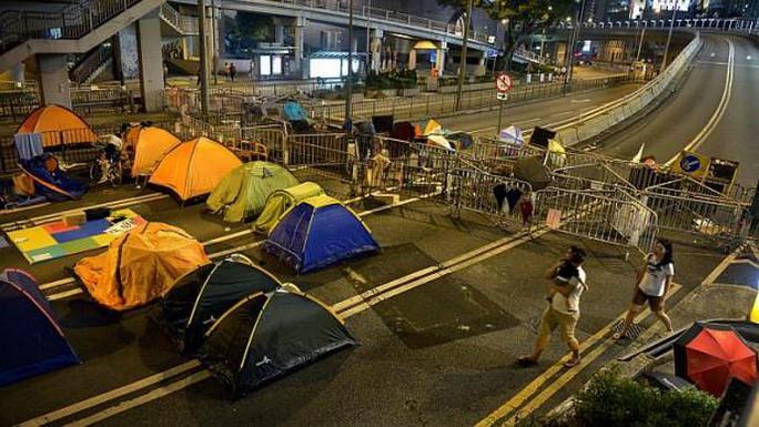 Lều bạt mọc lên khắp nơi, nhiều màu sắc. Ảnh: Straitstimes