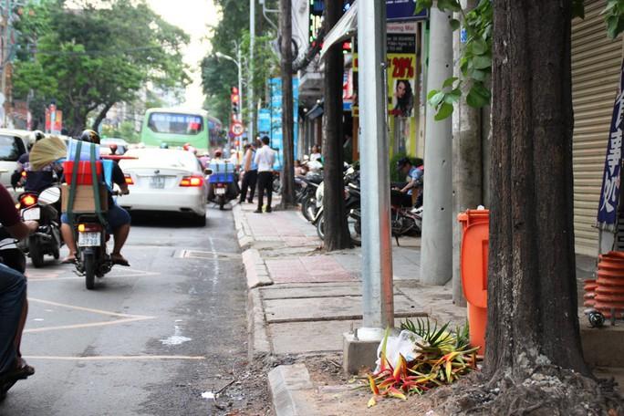 """Hiện trường nơi Hạnh đâm """"tình địch"""" vào khuya 28-8, trên đường Hai Bà Trưng, phường Bến Nghé, quận 1 – TP HCM."""