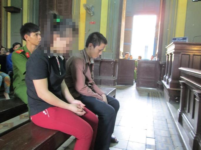 Hai bị cáo Tâm và Châu tại phiên phúc thẩm 11-11