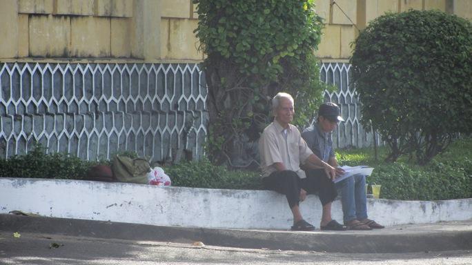 Ông Huỳnh Văn Truyện vẫn miệt mài đi tìm công lý cho con dù tuổi cao sức yếu