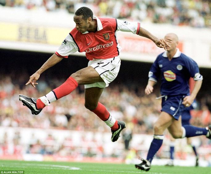 Tận đấu đầu tiên của Henry cho Arsenal là với Leicester City