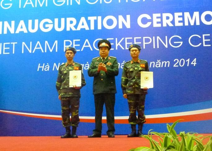 Hai sĩ quan sẽ lên đường vào đầu tháng 6-2014, làm nhiệm vụ là sĩ quan liên lạc tại Phái bộ gìn giữ hòa bình của LHQ tại Nam Sudan