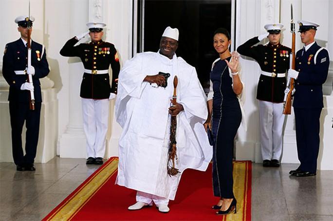 Tổng thống Cộng hòa Gambia - ông Yahya Jammeh và phu nhân Zineb Jamme. Ảnh: Reuters