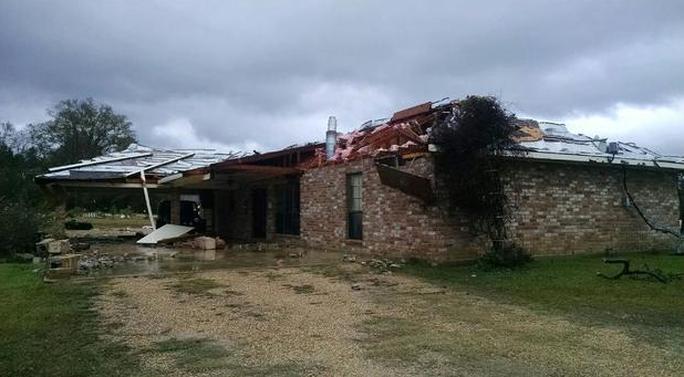 Nhiều ngôi nhà bị phá hủy. Ảnh: CBS News