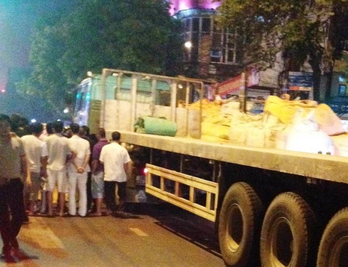 Hiện trường vụ tai nạn khiến 2 thanh niên tử vong khi chờ đèn đỏ