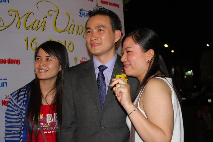 Chụp cùng người hâm mộ tại Mai Vàng 2008