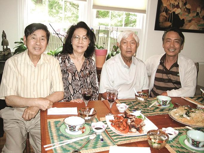 Từ trái qua: Nguyễn Tường Việt (con trai đầu của Nhất Linh), Nguyễn Thị Kim Dung, Nguyễn Tường Giang và Vu Gia. Ảnh: Nguyễn Tường Đằng
