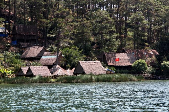 Một góc khu du lịch Nam Qua bên hồ Tuyền Lâm