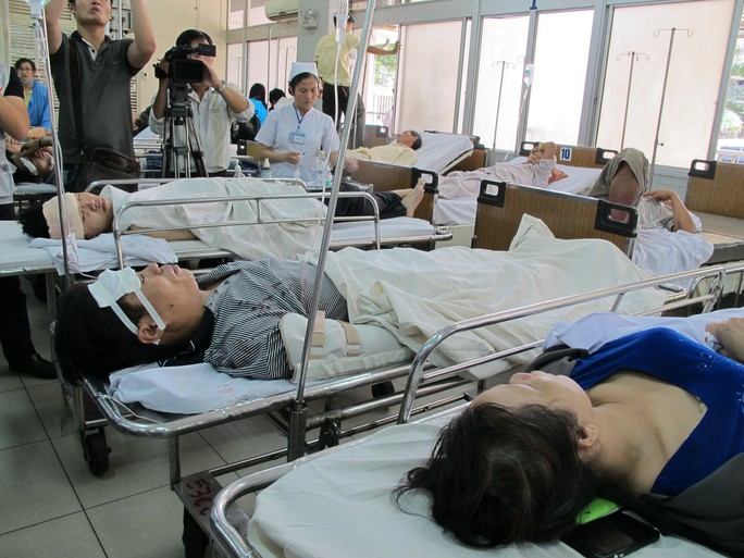 Các nạn nhân được chuyển vào Bệnh viện Chợ Rẫy