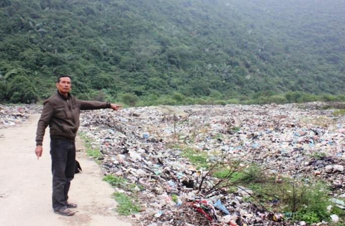 Ông Đinh Trong Kíp cho biết gần 10 năm nay dân ăn không ngon, ngủ không yên vì bãi rác gây ô nhiễm