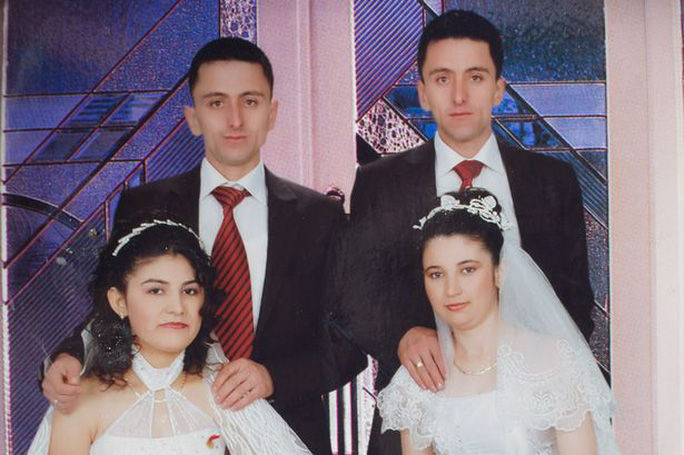 http://i1.mirror.co.uk/incoming/article3558390.ece/alternates/s615/Ismail-Cata-with-wife-Fatima-and-twin-brother-Suleyman-and-wife-Murside.jpg