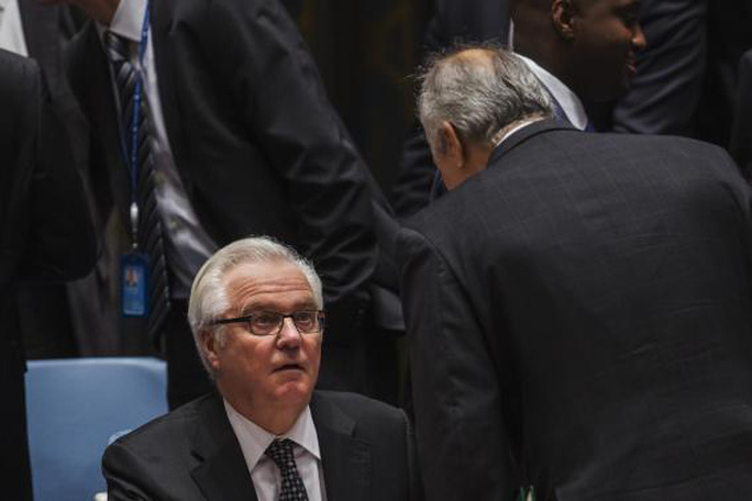 Syrias U.N. Ambassador Bashar Jaafari (R) speaks to Russias U.N. Ambassador Vitaly Churkin during a meeting of the United Nations Security Council at the U.N. headquarters in New York May 22, 2014. REUTERS-Lucas Jackson