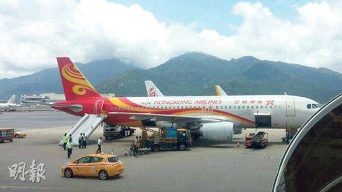香港航空一客机逃生梯意外弹出为候客期间出事