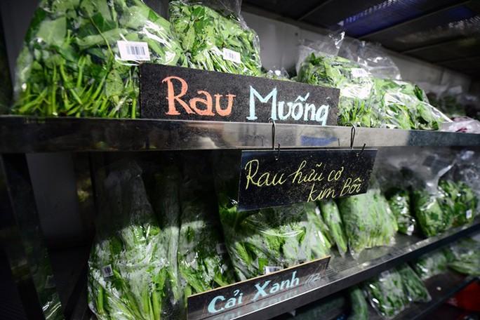 Giá rau củ tăng mạnh, trái cây ít biến động - Ảnh 1.