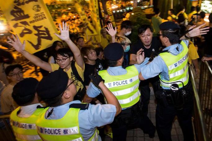 http://static01.nyt.com/images/2014/09/02/world/hongkong/hongkong-master675.jpg