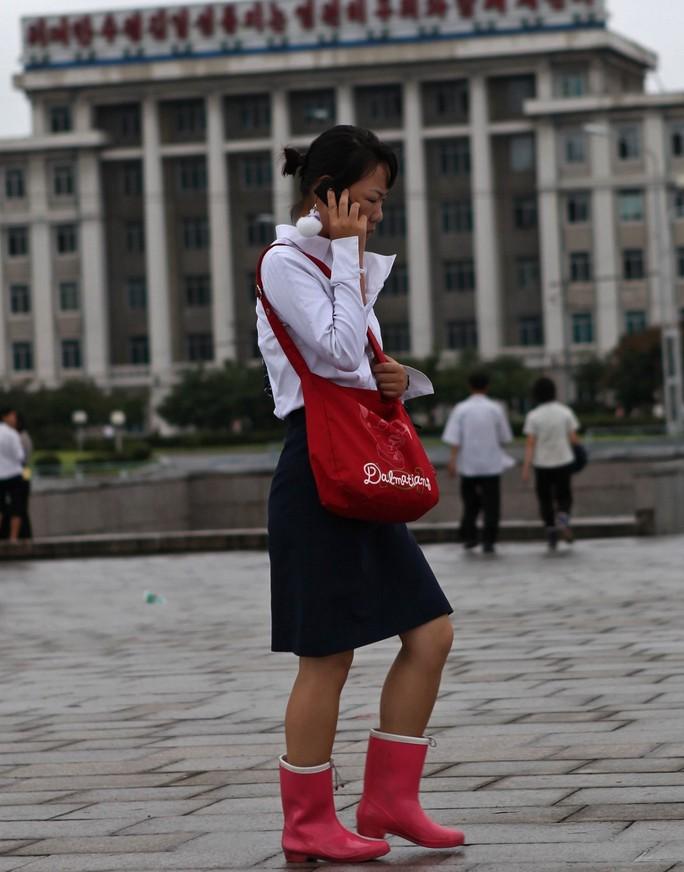 north-korea-mobiles-engaged