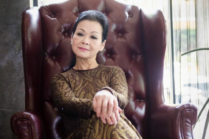 Ca sĩ Khánh Ly trước buổi biểu diễn tại Hà Nội tối 2-8