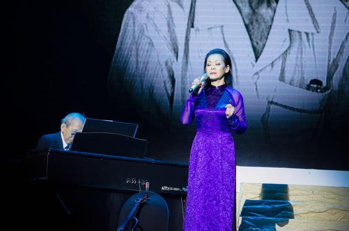 Khi nhạc sĩ Nguyễn Ánh 9 đệm đàn cho Khánh Ly, ông như khoẻ lại, những ngón đàn cũng thăng hoa hơn dù nhạc sĩ đã yếu đi nhiều
