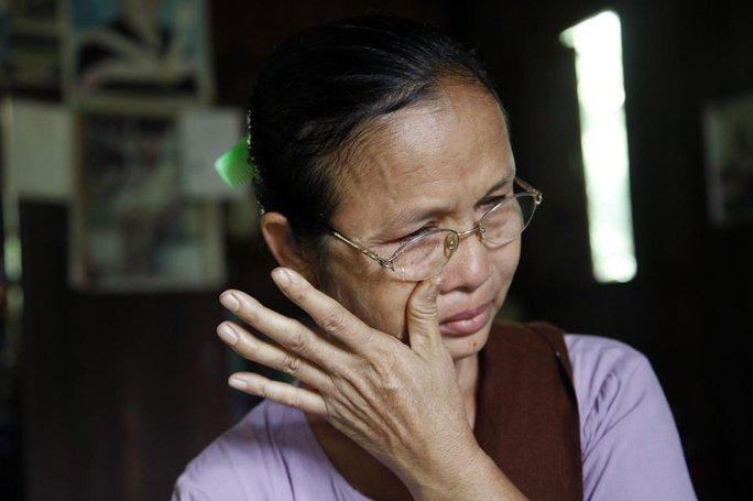 Mất đi đứa con gái thân yêu là nỗi đau quá lớn đối với bà Aye Pu. Nhưng việc không tìm thấy thi thể con cũng là nỗi khắc khoải suốt 10 năm qua của bà. Ảnh: AP