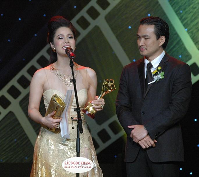 Nhật Kim Anh hạnh phúc nhận giải