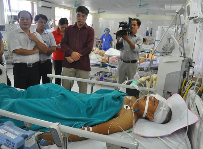 Nạn nhân Nguyễn Ngọc Tân rất nguy kịch, có nguy cơ tử vong đã được gia đình xin đưa về địa phương trưa 4-9. Ảnh: Hoàn Nguyễn/Zing