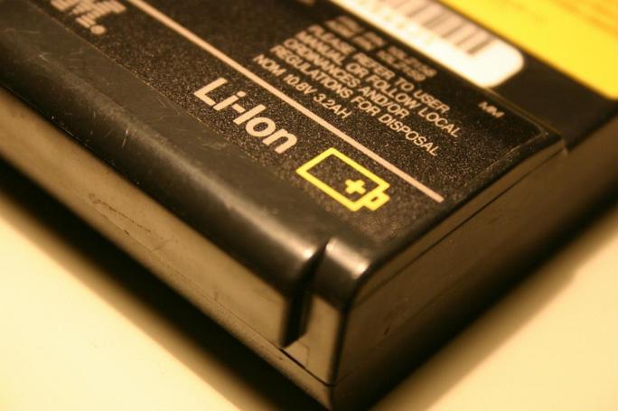 Các pin laptop tưởng như bỏ sau thời gian sử dụng có thể được tận dụng để làm nguồn chiếu sáng công cộng. Ảnh minh họa Inetrnet.