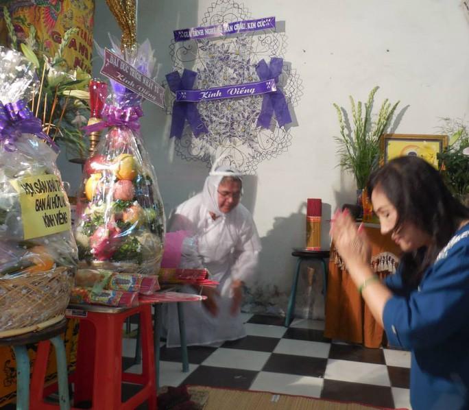 NSND Lệ Thủy xúc động tiễn biệt bà bầu Kim Chưởng.