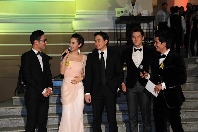 Trên thảm đỏ Lễ trao Giải Mai Vàng 2012