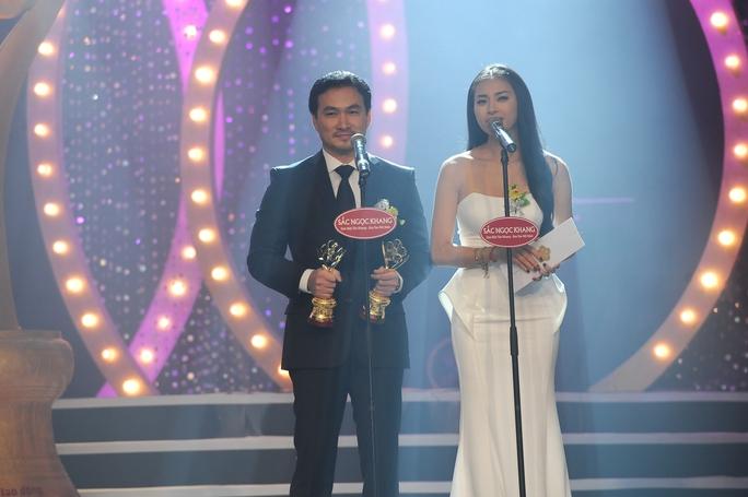 Làm khách mời trao giải cùng Ngô Thanh Vân