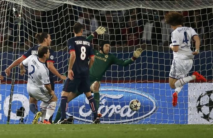 Đáng tiếc là sự chậm chạp của Terry và hàng thủ đã khiến Chelsea đối mặt với nguy cơ dừng bước ở tứ kết