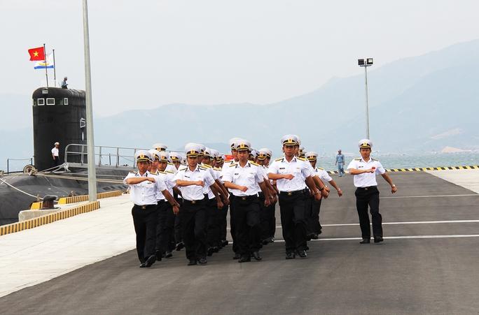 Cơ động về đơn vị sau giờ huấn luyện tại cảng