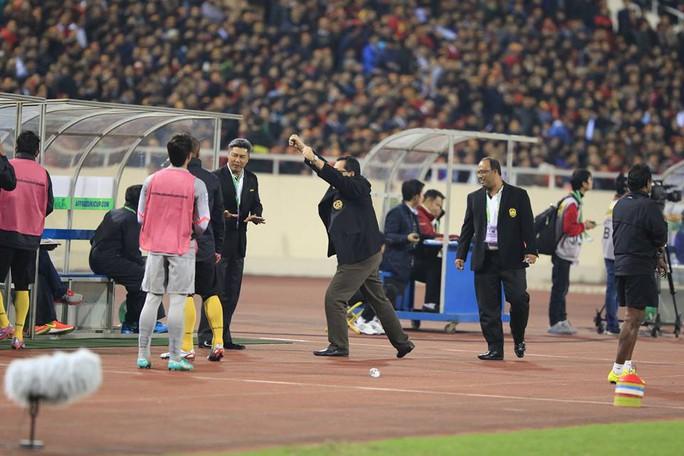 HLV Malaysia vui mừng với kết quả bất ngờ
