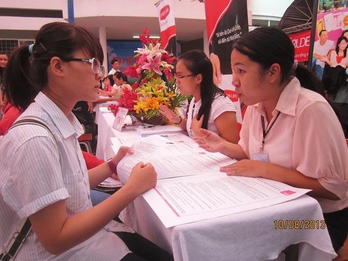 Phỏng vấn ứng viên tại Ngày hội Việc làm TP HCM ẢNH; DƯ LÂM