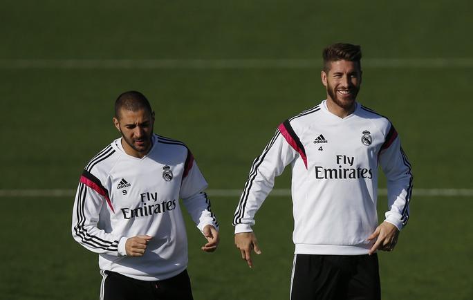 Ramos (phải) đắt giá nhưng sẽ đáng đồng tiền bát gạo nếu M.U chịu chi