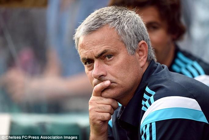 HLV Mourinho đang chờ cơ hội để đưa Varane về Chelsea